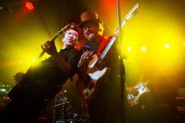 Zucchero joins Hotei on stage in Milan
